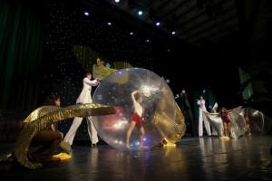 Dance Ball Bila Uriasa Transparenta Trupa de Dans si Entertainment The Sky Iasi by Adrian Stefan