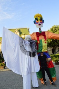 Papusa Uriasa Big Puppet Trupa de Dans si Entertainment The Sky Iasi by Adrian Stefan