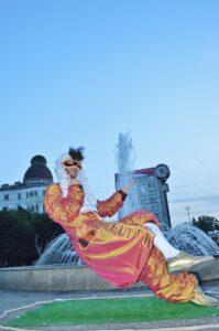 Statuie ce leviteaza Levitating Statuie Trupa de Dans si Entertainment The Sky Iasi